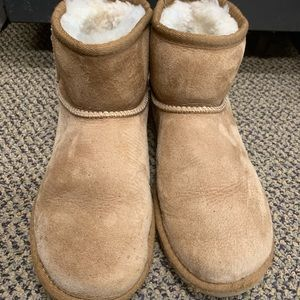 UGG Shoes - Mini UGGS! ❤️